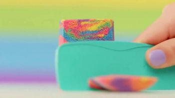 Kinetic Sand Rainbow Mix Set TV Spot, 'Rainbow Surprises' - Thumbnail 9