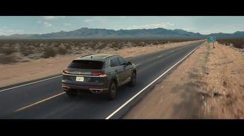 Volkswagen Atlas Cross Sport TV Spot, 'The Accountant Part II' Feat. Paul Giamatti, Kieran Culkin [T1] - Thumbnail 10
