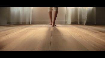 Lumber Liquidators TV Spot, 'Bellawood Distressed Oak Floor' Song by Electric Banana - Thumbnail 3