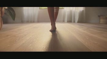 Lumber Liquidators TV Spot, 'Bellawood Distressed Oak Floors: No Interest Financing' Song by Electric Banana - Thumbnail 5