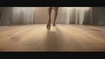 Lumber Liquidators TV Spot, 'Bellawood Distressed Oak Floors: No Interest Financing' Song by Electric Banana - Thumbnail 6