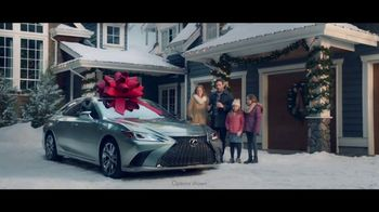 Lexus December To Remember Sales Event TV Spot, 'The Bow Shuffle' [T1] - 161 commercial airings