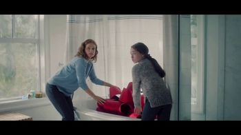 Lexus December To Remember Sales Event TV Spot, 'The Bow Shuffle' [T1] - Thumbnail 2