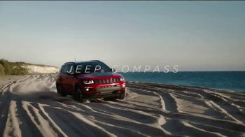 Jeep Big Finish 2019 TV Spot, 'Employee Pricing Plus: Open a Gift' [T1] - Thumbnail 8