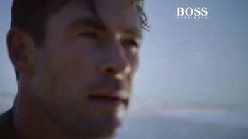 BOSS Bottled Infinite TV Spot, 'Reconnect With Your Inner Self' Featuring Chris Hemsworth, Song by Foreign Air - Thumbnail 6