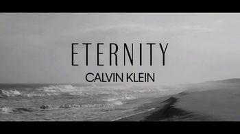 Calvin Klein Eternity TV Spot, 'Nueva intensidad' con Jake Gyllenhaal [Spanish] - Thumbnail 1