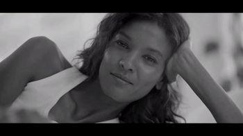 Calvin Klein Eternity TV Spot, 'Nueva intensidad' con Jake Gyllenhaal [Spanish] - Thumbnail 4