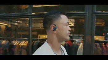 Beats Audio Powerbeats Pro TV Spot, 'Street Dance Routines' Feat. Halsey, Emily Ratajkowski - Thumbnail 4