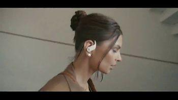 Beats Audio Powerbeats Pro TV Spot, 'Street Dance Routines' Feat. Halsey, Emily Ratajkowski - Thumbnail 6