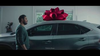 Lexus December to Remember Sales Event TV Spot, 'The Bow Cover-Up' [T1] - Thumbnail 1