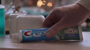 Crest TV Spot, 'Holidays: Bertha's Debut Commercial' Song by Geoffrey Gascoyne & James Pierpont - Thumbnail 8