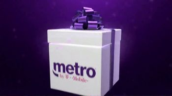 Metro by T-Mobile TV Spot, 'Holidays: Best Deal in Wireless: Tablet' - Thumbnail 2