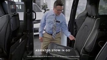Chrysler Black Friday Sales Event TV Spot, 'Tough Decision: Talking Van' [Spanish] [T2] - Thumbnail 5