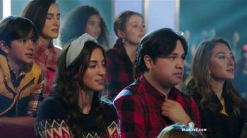 Old Navy TV Spot, 'Old Navy Tonight: regalos para ustedes!: abrigos, jeans y suéteres' [Spanish] - Thumbnail 3