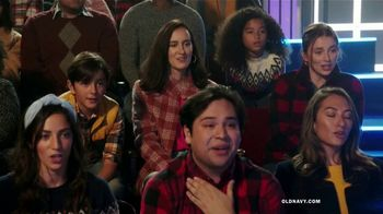 Old Navy TV Spot, 'Old Navy Tonight: regalos para ustedes!: abrigos, jeans y suéteres' [Spanish] - Thumbnail 4
