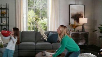 La-Z-Boy Veterans Day Sale TV Spot, 'Shocked' Featuring Kristen Bell - Thumbnail 6