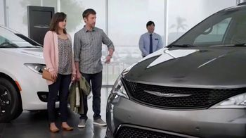 Chrysler Black Friday Sales Event TV Spot, 'Van Family' [T2]