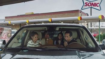 Sonic Drive-In Reese's Overload Waffle Cone TV Spot, 'Nieve antes de comer' [Spanish] - Thumbnail 5