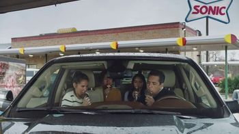 Sonic Drive-In Reese's Overload Waffle Cone TV Spot, 'Nieve antes de comer' [Spanish] - Thumbnail 6