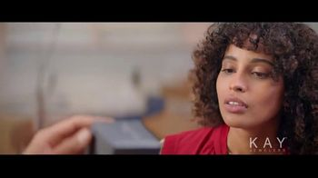 Kay Jewelers TV Spot, 'Now & Forever desde $1,000 dólares' canción de Harriet Whitehead [Spanish] - Thumbnail 4