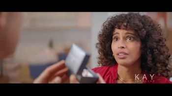 Kay Jewelers TV Spot, 'Now & Forever desde $1,000 dólares' canción de Harriet Whitehead [Spanish] - Thumbnail 5