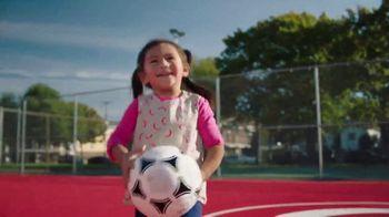 Target TV Spot, 'Artistas de los campos de fútbol: conoce a Miguel DonJuan' [Spanish] - Thumbnail 9
