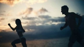 Polo Ralph Lauren Deep Blue TV Spot, 'Sumérgerte' con Simon Nessman, canción de Ruelle [Spanish] - Thumbnail 6