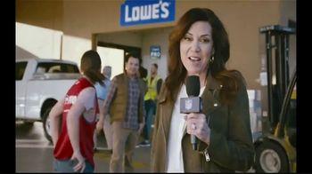 Lowe's Pro TV Spot, 'It Takes a Team: Valspar Paint' Featuring Michele Tafoya - Thumbnail 3