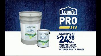 Lowe's Pro TV Spot, 'It Takes a Team: Valspar Paint' Featuring Michele Tafoya - Thumbnail 4