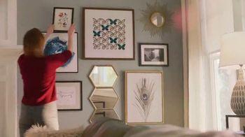 The Home Depot TV Spot, 'Decorar la sala' [Spanish] - Thumbnail 8