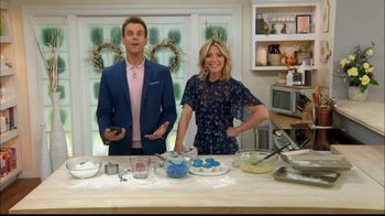 GEICO TV Spot, 'Hallmark Channel: Cupcakes' Ft. Cameron Mathison, Debbie Matenopoulos - Thumbnail 3