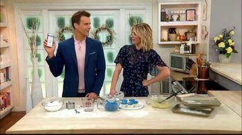 GEICO TV Spot, 'Hallmark Channel: Cupcakes' Ft. Cameron Mathison, Debbie Matenopoulos - Thumbnail 4