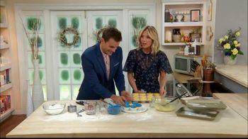 GEICO TV Spot, 'Hallmark Channel: Cupcakes' Ft. Cameron Mathison, Debbie Matenopoulos - Thumbnail 6