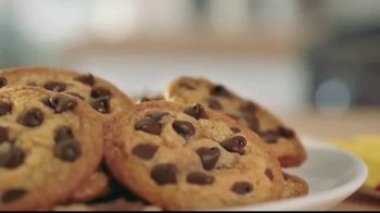 Nestle Toll House Semi-Sweet Morsels TV Spot, 'How to Share Love' - Thumbnail 7
