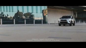 Toyota TV Spot, 'Power Lunch' Song by The Jon Spencer Blues Explosion [T1] - Thumbnail 3