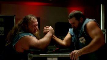 Pizza Hut Stuffed Cheez-It Pizza TV Spot, 'Snackdown SmackDown' Feat. Tucker Knight, Otis Dozovic, Carmella - Thumbnail 7