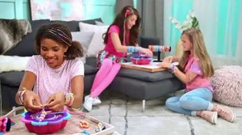 Shimmer 'n Sparkle 5-in-1 Friendship Bracelet Studio TV Spot, 'Hundreds of Styles' - Thumbnail 3