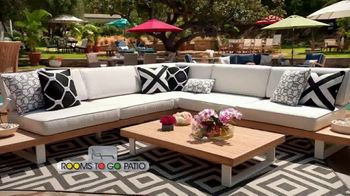 Rooms to Go Patio TV Spot, 'Selection and Style You Want' Featuring Cindy Crawford - Thumbnail 5