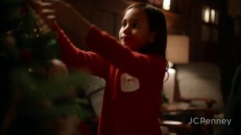 JCPenney TV Spot, 'Holidays: Tree Decorations' - Thumbnail 2