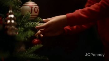 JCPenney TV Spot, 'Holidays: Tree Decorations' - Thumbnail 3