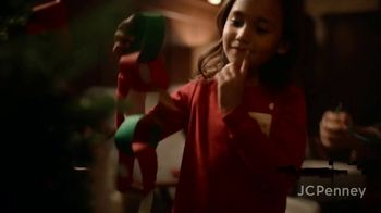 JCPenney TV Spot, 'Holidays: Tree Decorations' - Thumbnail 4