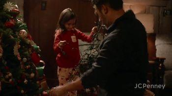 JCPenney TV Spot, 'Holidays: Tree Decorations' - Thumbnail 5