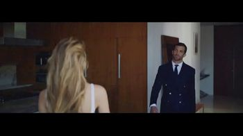 Ralph Lauren Polo Blue TV Spot, 'La fragancia' con Luke Rockhold [Spanish] - Thumbnail 3