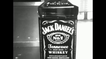 Jack Daniel's TV Spot, 'Más suave' canción de Link Wray [Spanish] - Thumbnail 2