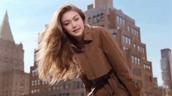 Maybelline New York Brow Fast Sculpt TV Spot, 'One Step' Featuring Gigi Hadid - Thumbnail 2