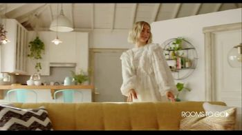 Rooms to Go TV Spot, 'Get Creative and Comfortable' Featuring Julianne Hough - Thumbnail 4