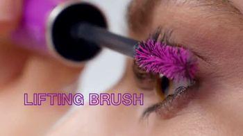 Maybelline New York Falsies Lash Lift Mascara TV Spot, 'Long, Lifted Volume' Featuring Gigi Hadid - Thumbnail 5