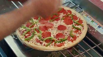 Domino's $5.99 Large 2-Topping TV Spot, 'Pepperoni Guy' [Spanish] - Thumbnail 6