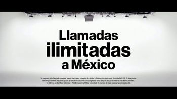 Verizon TV Spot. 'Diferentes: compra uno, llévate otro gratis' [Spanish] - Thumbnail 6