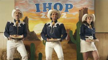 IHOP 2x2x2 Combo TV Spot, 'Baile de dos pasos' [Spanish] - Thumbnail 1